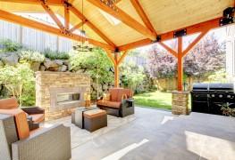 Construire une terrasse ou un porche: choix du matériau et des produits de finitions