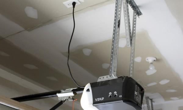 Choisir Le Bon Ouvreporte Automatique Pour Votre Garage Trucs - Ouvre porte automatique