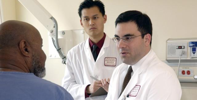 Est-ce que je dois consulter un spécialiste du cancer de la prostate?