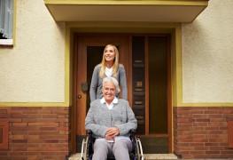 Parler avec ses parents de la maison de retraite