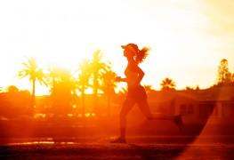 5 façons de vous protéger contre la chaleur en courant l'été