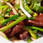 Salade asiatique acidulée au bifteck