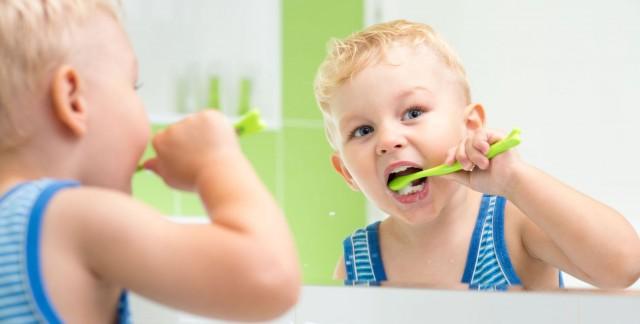 Comment prendre soin des dents de lait de votre enfant