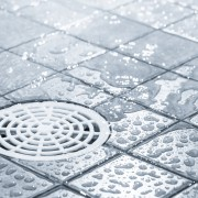 Conseils pour économiser de l'eau dans la salle de bains