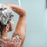 7 recettes contre les cheveux secs et les pellicules