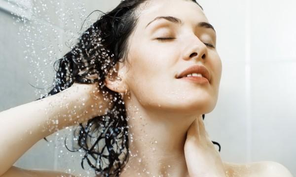 4 conseils pour économiser shampoing et savon