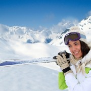 Explorez les montagnes canadiennes par une excursion en ski hors-piste