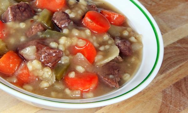 Soupe au bœuf italien et à l'orge à la mijoteuse