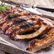 Côtes levées et sauce BBQ bonnes à s'en lécher les doigts
