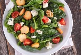 Recette de salade d'épinards d'été