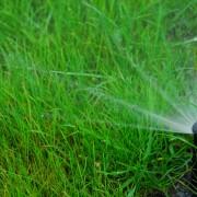 3 solutions pour réparerun arroseur à faible pression d'eau
