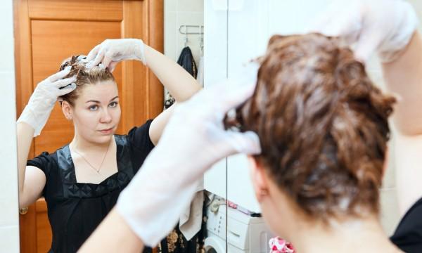 Teinture maison pour cheveux blancs