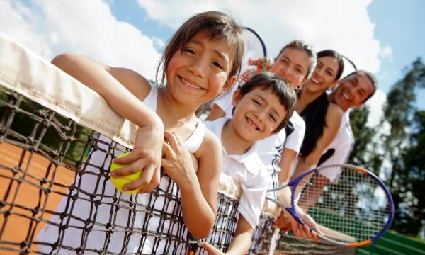 4 façonsde motiver vos enfants à jouer au tennis