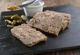 Terrine de pâté maison au jambon, au porc et au veau