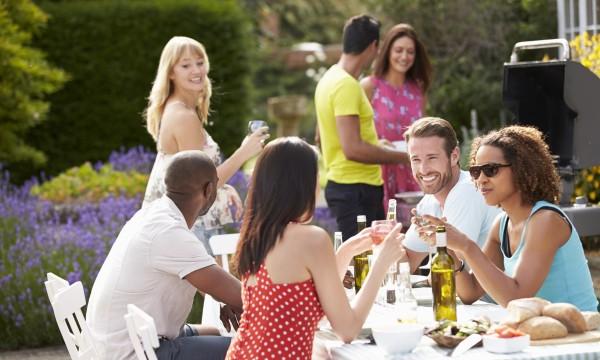 6 façons d'organiser une fête sans vous ruiner et sans prise de tête