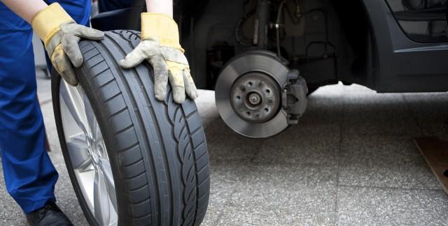 Comment gérer les pneus normaux et à plat?