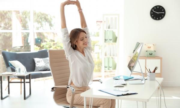 9 étirements faciles pour les courbatures du travail à la maison
